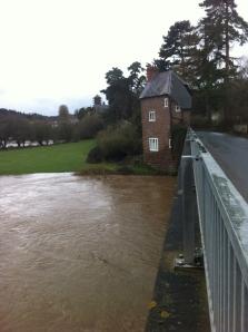 Flooded Wye - Hoarwithy tollhouse